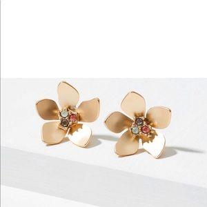 Loft flowers stud earring